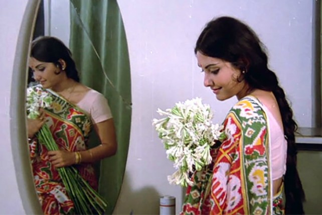 Vidya Sinha in thethe title track of the film Rajnigandha.
