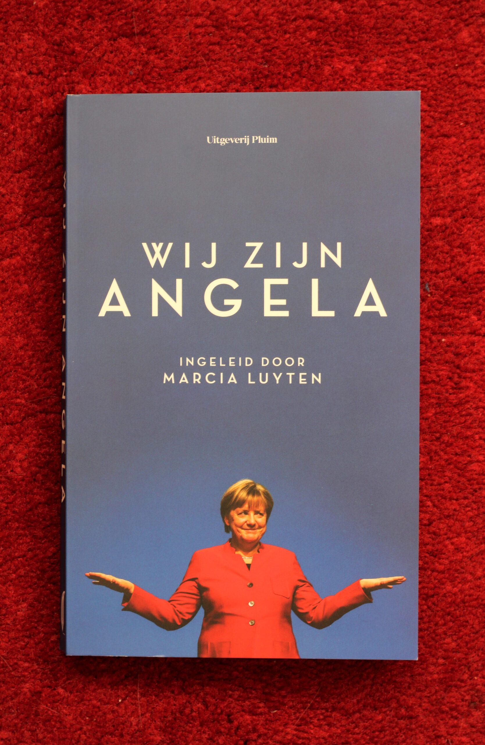 Cover van het boek 'Wij zijn Angela', waarop Angel Merkel staat afgebeeld.