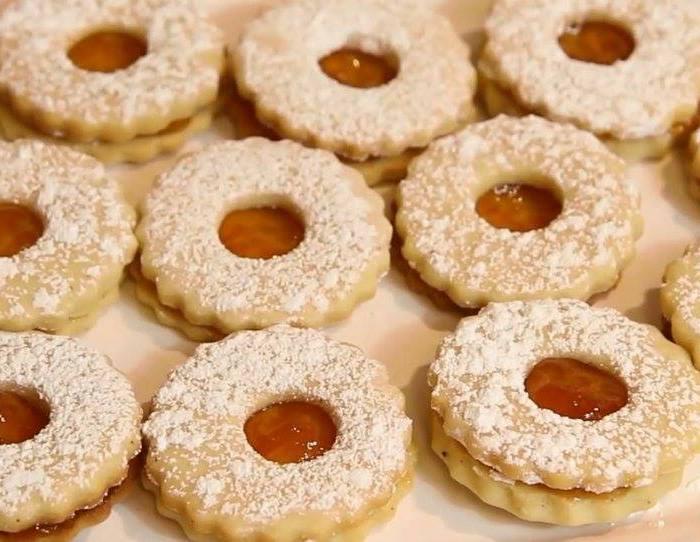 Biscuits à la confiture pour l'aïd