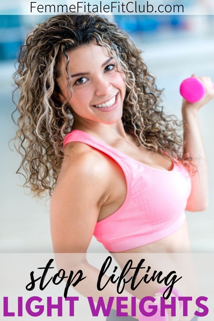 Women stop lifting light weights #weightlifting #bodybuilding #buildcurves #liftheavyweights
