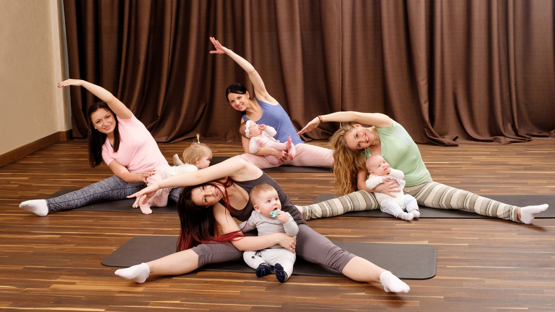 Mommy and me exercise with baby #postnatal #postpartum (1)