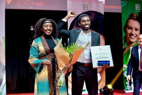 Gnindé et son mari vendeurs à domicile indépendants