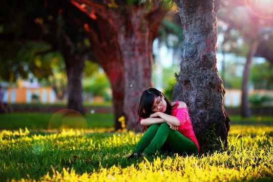 woman park endometriosis acupuncture