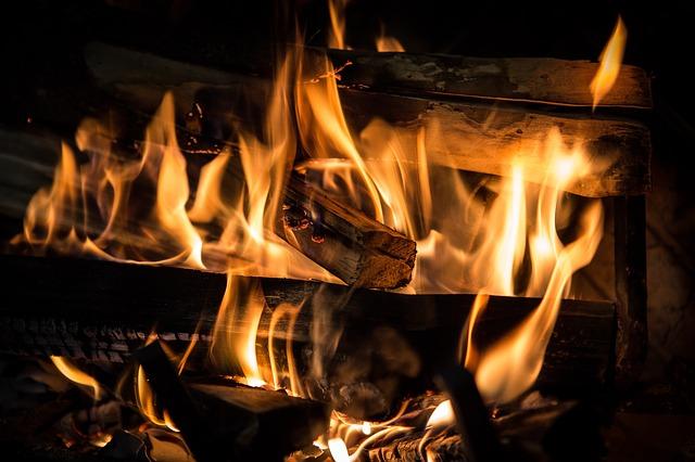feu de bois - http://fendeuse-bois-facile.com