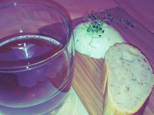 Legenda Kelet India Társaság IPA vs. Gorgonzola puding hagymacsírával diós kenyérrel