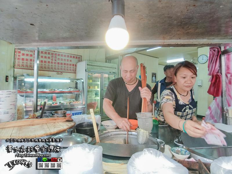 中正五街無名古早味美味魷魚羹麵店【桃園美食】 很熱情的人氣老麵店,隨手一撈都是海陸極鮮雙料! @黃水晶的瘋台灣味