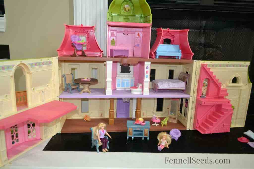 Toy Review - Loving Family Dollhouse