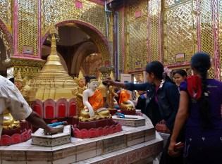 Le temple sur la colline de Mandalay