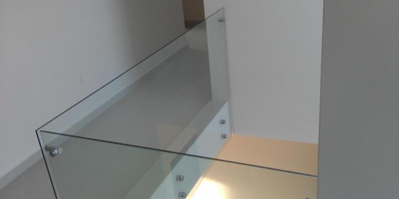 Barandal de cristal templado sistema adosado