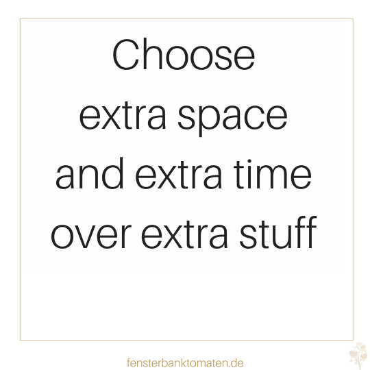 Zitat Ausmisten Closet Hanger: choose extra space and extra time over extra stuff