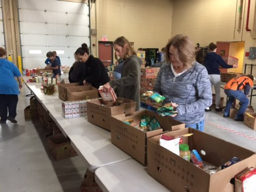 food_give_away_2016_fenton_firefighter12