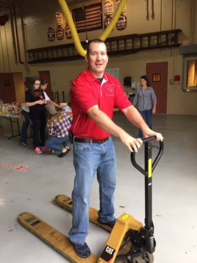 food_give_away_2016_fenton_firefighter5
