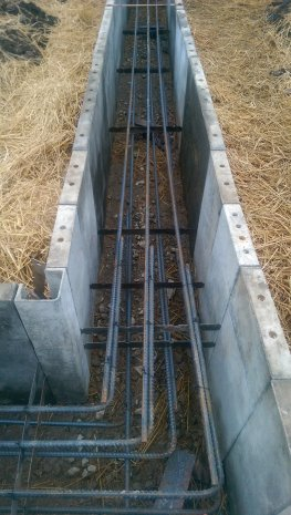 Grade_Beam_footing_construction_with_straw