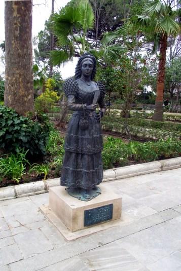 Statuia dedicată femeilor alese pentru a reprezenta orașul (Damas Goyescas)