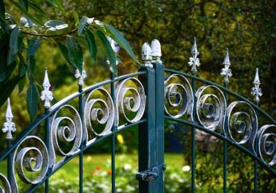 Comment entretenir une clôture en fer forgé