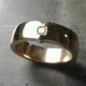 custom wedding ring with single diamond