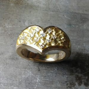 custom wedding ring with woven engraving and diamond cluster