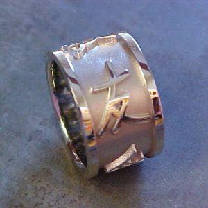 custom white gold wedding band with chinese characters side view