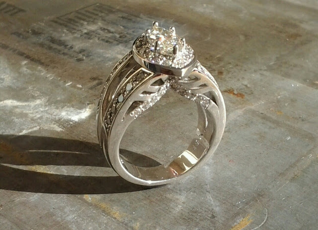 tracy's custom engagement ring