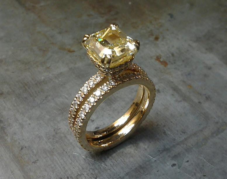 Yellow Radiant cut diamond 18k engagement set