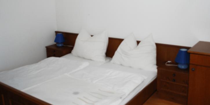 Doppelbett, im Appartment.