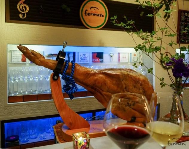 ハモンセラーノとグラスワイン