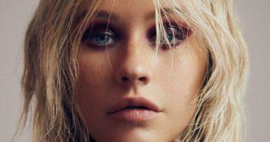 xtina paper 9 e1522095435310 675x519 - Christina Aguilera lança mini-documentário no youtube