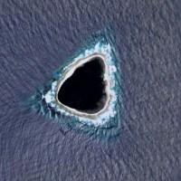 ¿Agujero negro en el océano Pacífico detectado con Google Maps?