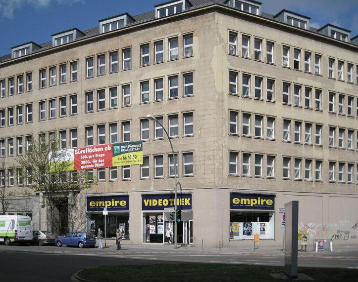 1200px-Hohenzollerndamm_29_Berlin-Wilmersdorf