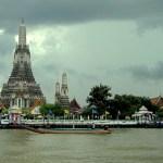 Bangkok vorm Rückflug: Beim Bootstrip schppern wir am Wat Arun vorbei