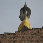 Ein lustiger Buddha im Wat Yai Chaimongkon
