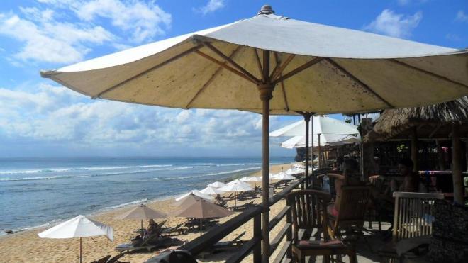 Chillige Strandbars am Balangan Beach auf Bali