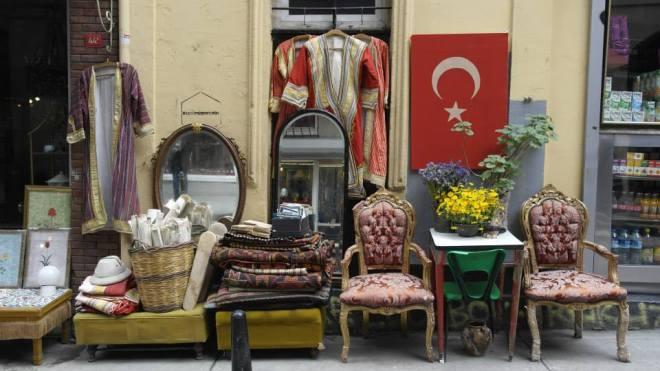 Viel Trödel im Viertel Curcukuma, Istanbul