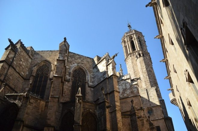 """Rückansicht der """"La Catedral"""" im Barrio Gotico"""