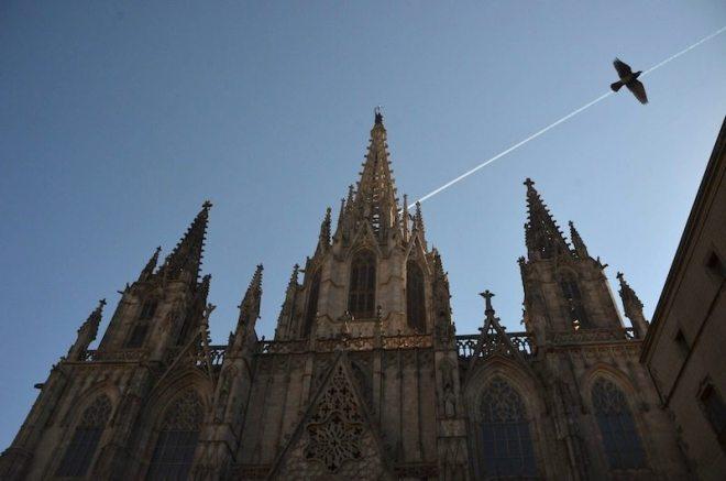 """Die Sardana wird mittags vor der Kathedrale """"La Catedral"""" getanzt"""