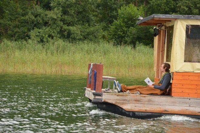 Urlaub auf einem Hausboot - entspannt auf dem Sonnendeck