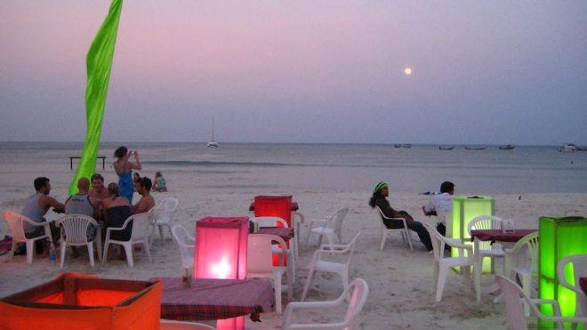 Enspannte Atmosphäre am Haad Rin Strand wenn keine Full Moon Party stattfindet