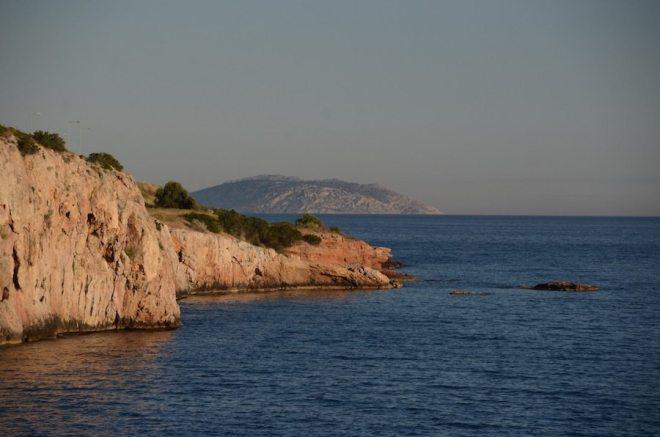 Strand Athen - felsige Buchten am Varkiza-Beach