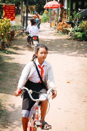 Mädchen auf dem Fahrrad auf Don Det 4.000 Islands Süden von Laos