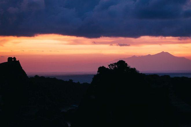 Sonnenaufgang am Baumhaus auf Nusa Penida bei Bali
