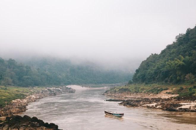 Laos Backpacking Route - natürlicher Norden wie hier auf dem Mekong mit dem Slow Boat nach Luang Prabang