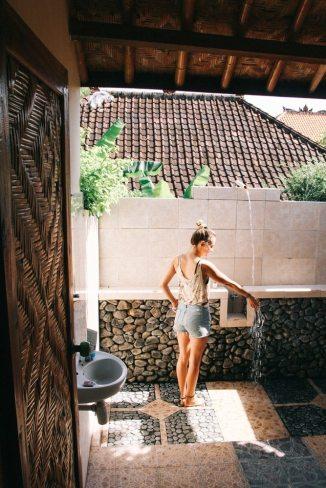 Freiluftbad im Meditasi Bungalow in Amed auf Bali