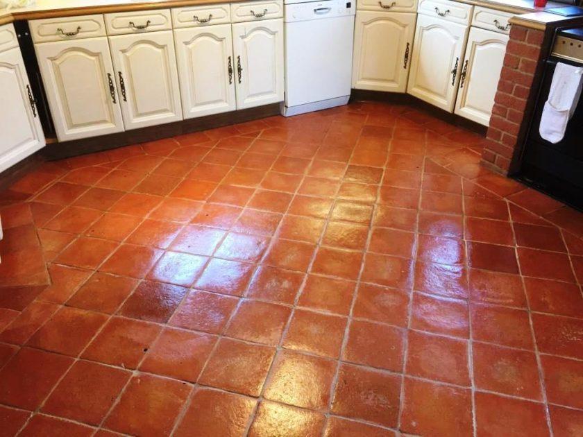 Suelos de barro, Casas particulares, cocinas y espacios exteriores