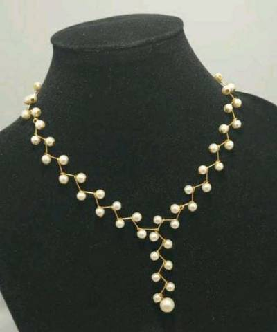 White Alloy & Beads Necklace: 1 Piece