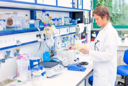 <strong> Der ChemietechnikerIn ist in Voll- oder Teilzeitstudium möglich.</strong><br /> © science photo - Fotolia.com