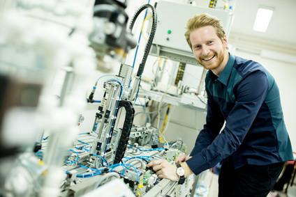 <strong>Fangen Sie jetzt mit dem Mechatronik Fernstudium an.</strong> © Boggy - Fotolia.com