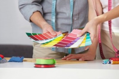 <strong>Mithilfe der Vier-Jahreszeiten-Methode kann der ideale Farbtypus eines Menschen bestimmt werden.</strong><br/>© Robert Kneschke - Fotolia.com