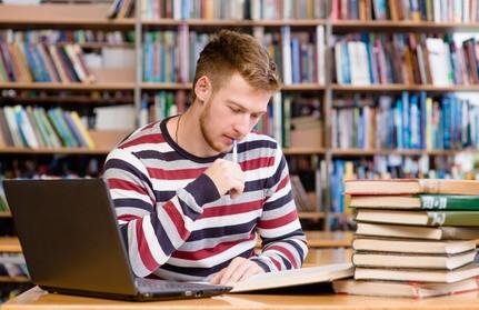 Verbessern Sie ihre Chancen auf einen Ausbildungsplatz mit einem Abschluss der mittleren Reife. © Ermolaev Alexandr - Fotolia.com