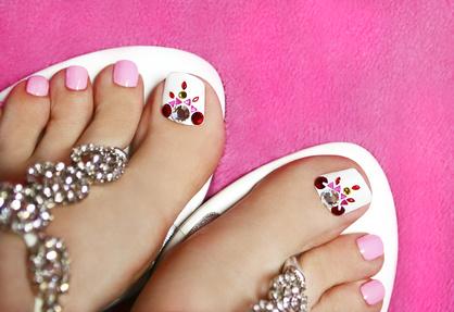 <strong>Im Sommer kommen gepflegt Füße besonders gut zur Geltung.</strong><br/>© marigo - Fotolia.com
