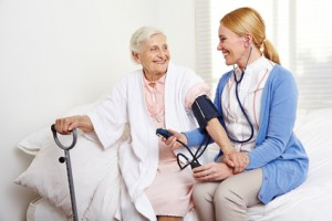 <strong>Altenpfleger/in ist ein Beruf für die Zukunft.</strong> <br />© Robert Kneschke - Fotolia.com